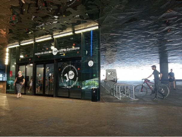 Nova rampa per a bicicletes en escales i nou aparcament per a visitants al Museu de Ciències Naturals de Barcelona